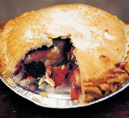 Gales blackberry & apple pie