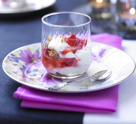 Yogurt parfaits with crushed strawberries & amaretti