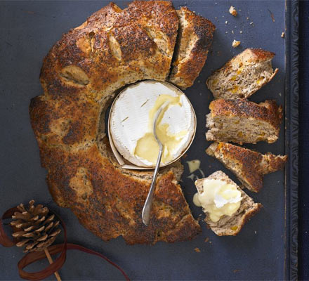 Melting cheese with poppy & apricot bread wreath