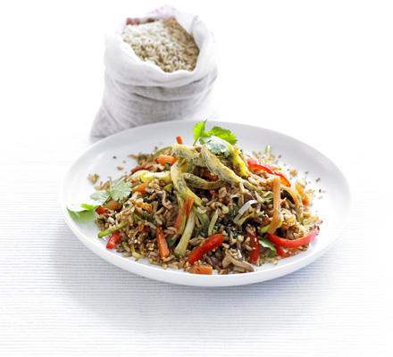 Brown rice stir-fry with coriander omelette