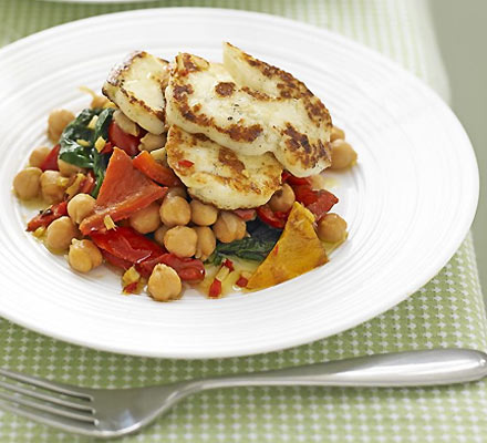 Spiced chickpeas with halloumi
