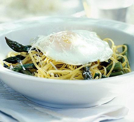 Linguine with asparagus & egg