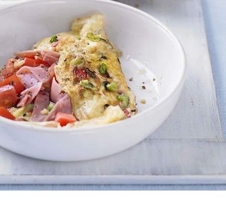 Skinny pepper, tomato & ham omelette