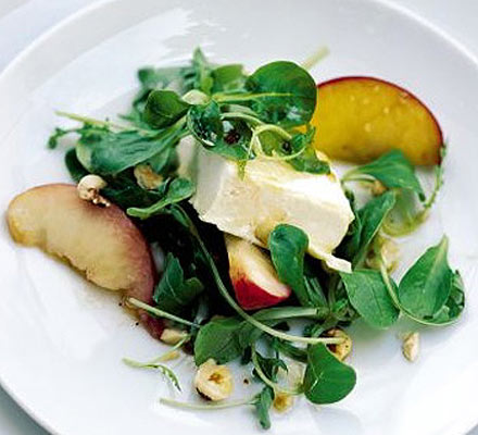 Peach & hazelnut salad