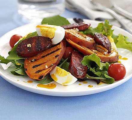Warm chorizo, sweet potato & egg salad