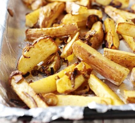 Chunky chips with caramelised onion & garlic