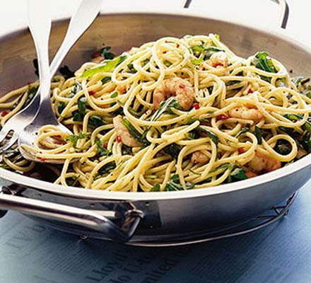 Spaghetti with prawns, chilli & rocket