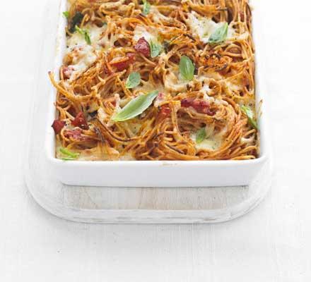 Tomato & mozzarella spaghetti bake
