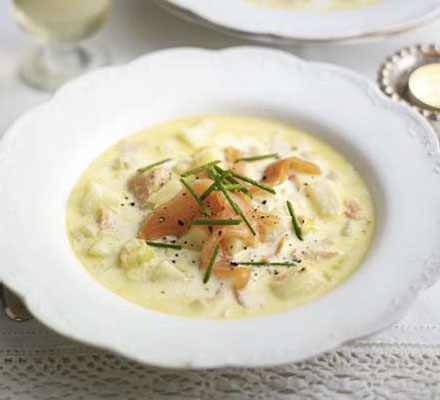 Creamy smoked salmon, leek & potato soup