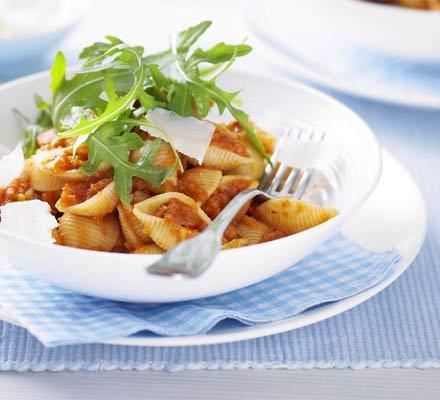 Pasta with tomato & hidden veg sauce