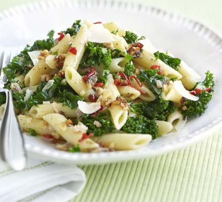 Kale pasta with chilli & anchovy