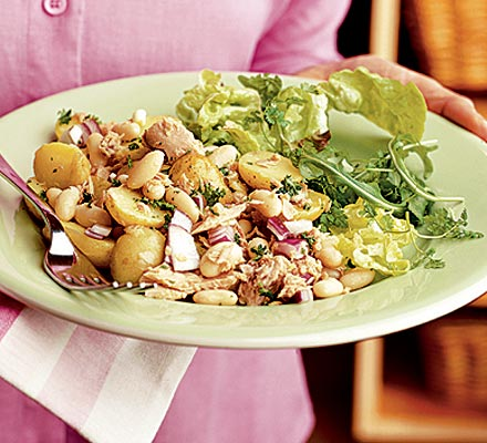 Storecupboard tuna bean salad