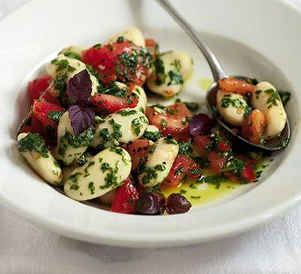 Butter bean & chilli tomato salad