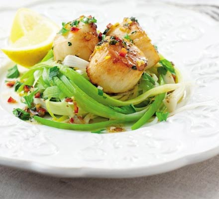 Seared scallops with leeks & lemon chilli butter