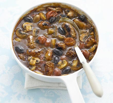 Sausages with oregano, mushrooms & olives
