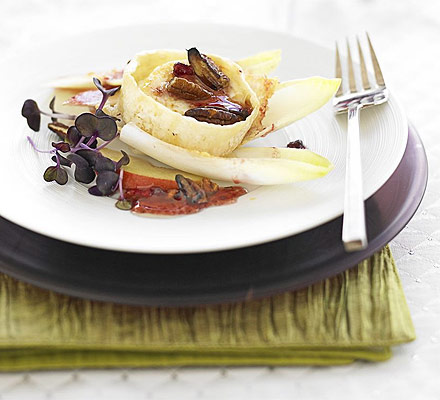 Grilled goat's cheese with cranberry dressing