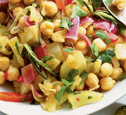 Warm chickpea, fennel & pepper salad