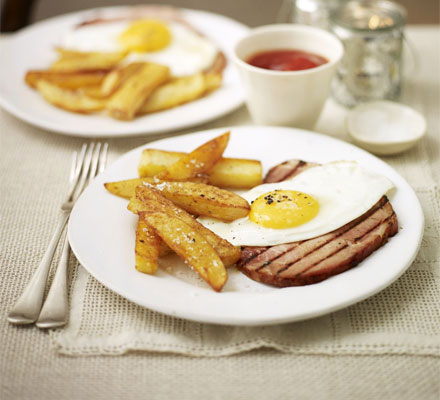 Grilled ham, egg & spiced oven chips