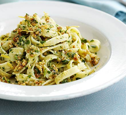 Pasta with parsley & hazelnut pesto