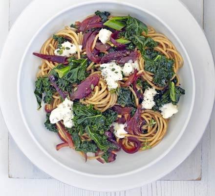 Spaghetti with caramelised onion, kale & Gorgonzola
