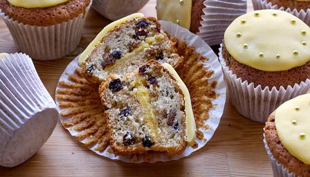 Simnel cake cupcakes