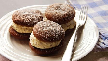 Mint choc chip whoopie pies