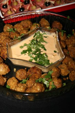 Spicy Peanut Balls With Satay Sauce