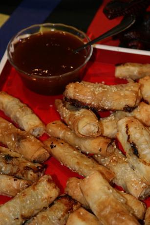 Chicken Rolls With Plum Sauce