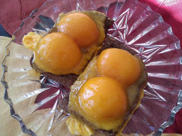Aprikoosivoileipa -- Hot Apricot Sandwich (Finland)