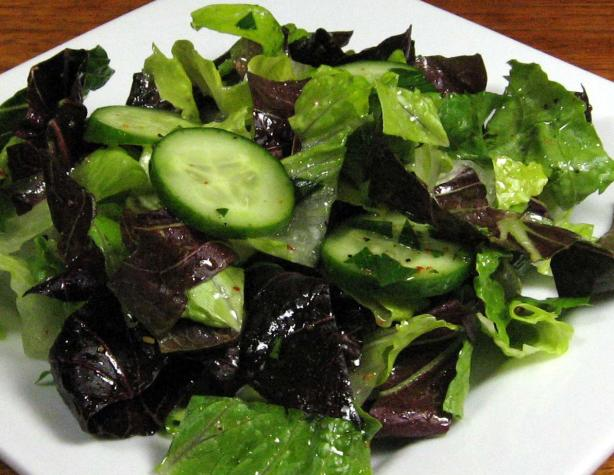 Romaine and Radicchio Salad With Cucumber