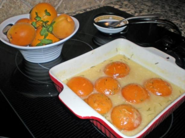 Cinnamon Apricots in Cream
