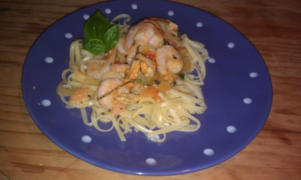 Scrumptious Scallops and Shrimp With Linguini