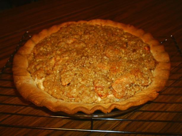 Apple Crumb Cheesecake Pie