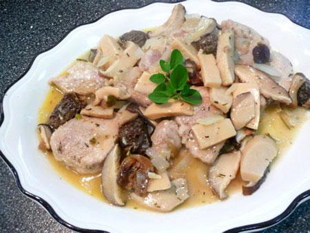 Pork Scallopini With Garlic and Mushrooms