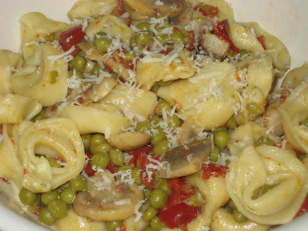Tortellini With Mushroom and Garlic Sauce