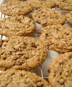 Maple Oatmeal-Raisin Cookies