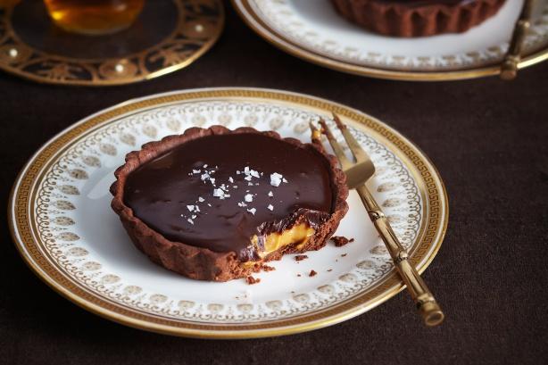Salted choc-caramel tarts