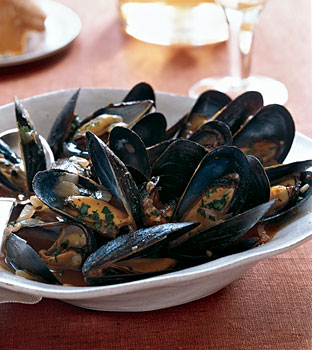 Mussels with Tomatoes, Wine, and Anise