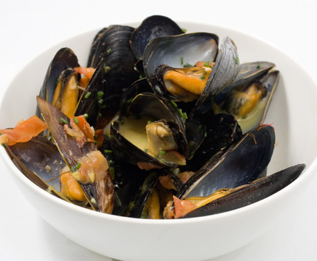 Mussels in Saffron and White Wine Broth