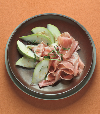 Pear Wedges with Prosciutto and Mint