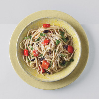 Linguine with Red Bell Peppers and Kalamata Olives