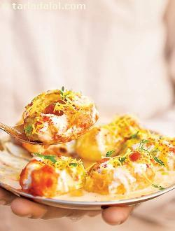 Dahi Batata Puri ( Mumbai Roadside Recipes )