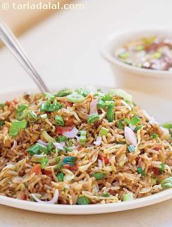 Veg Fried Rice ( Mumbai Roadside Recipes )