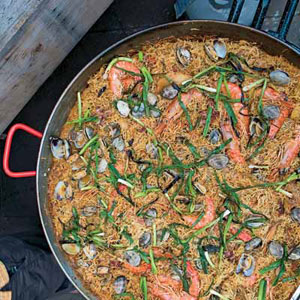 Fideos with Shrimp, Ham, and Clams