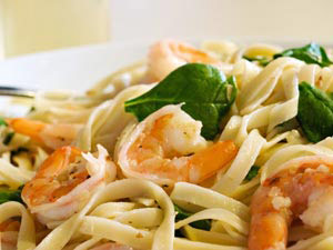Easy Shrimp Scampi and Spinach Fettucini