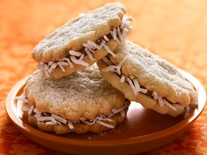 Alfajores (Dulce de Leche Sandwich Creme Cookies)