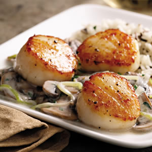Seared Scallops with Brandied Leeks & Mushrooms