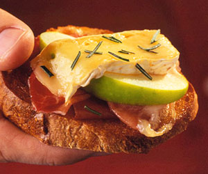 Apple, Brie, and Prosciutto Bruschetta