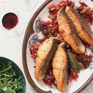 Salmon in Tomato-Olive Sauce