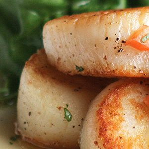 Sauteed Scallops with Spinach Cream